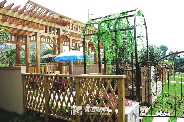 拱形钢结构廊架