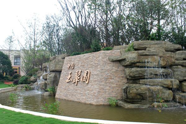 1888    4a级南山风景区,西拥4万平米白龙潭天然湖泊,北侧镇江体育